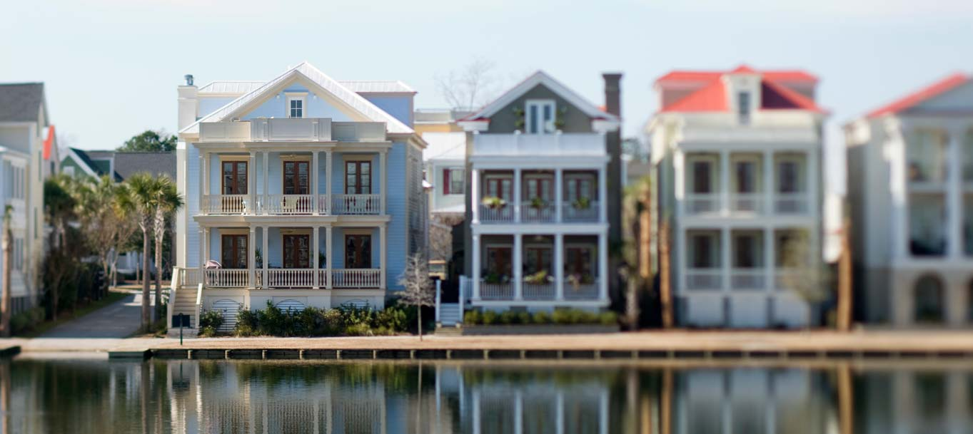 Homes on I'On Lake